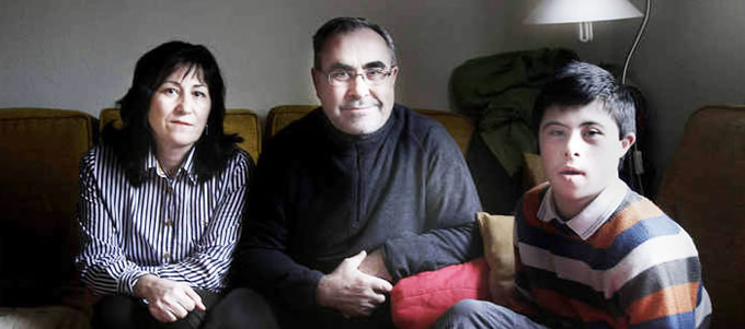 Rubén Calleja junto a sus padres, Lucía y Alejandro